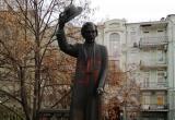 В Киеве на памятнике еврейскому писателю нарисовали свастику