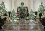 Мелания Трамп показала, как Белый дом украсили к Новому году