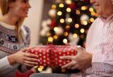 Что подарить родителям на новый год 2020: идеи подарков
