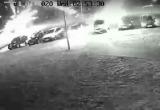 В Пружанах из фейерверка расстреляли машины на парковке (видео)