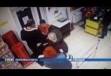 Видео: в Барановичах вор укусил продавщицу