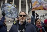 Джокер попал за решетку: актера Хоакина Феникса задержали на митинге