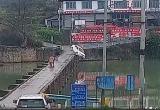 Мужчина утопил машину сразу же после сдачи экзамена по вождению (видео)