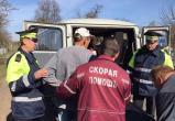 Сотрудники ГАИ спасли упавшего в колодец мужчину