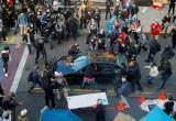 В Сиэтле водитель въехал на машине в толпу и начал стрелять в людей (видео)