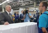 Лукашенко потребовал выровнять зарплаты у частников и госпредприятий