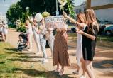 Караев заявил, что белорусским девушкам платят из-за рубежа по 60 рублей за участие в митингах
