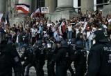Как полиция в демократических странах Европы «деликатно» подавляет антикоронавирусные протесты (видео)