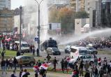 В Минске задержали протестующих, повредивших водомет