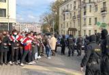 Студенты прогнали сотрудников ОМОН от здания БГУ (видео)