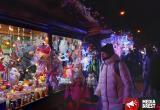 Новогодняя ярмарка вовсю работает в Бресте и приглашает гостей на чай