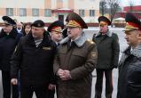 Омоновцы вручили Лукашенко черный берет «за особые заслуги» (видео)