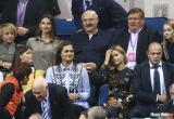 Опознана одна из девушек, которая часто появляется в окружении Лукашенко. Она тоже срезала ленточки во дворах