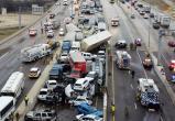 В США больше 100 машин попали в одну аварию: есть погибшие