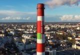 На бело-красной трубе ТЭЦ в Бресте рисуют государственный флаг