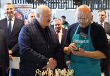 Лукашенко потребовал навести порядок на рынках и допустить фермеров к торговым местам