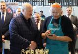 Фермер отказался меняться с Лукашенко коровами на рынке Валерьяново