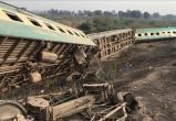Более 30 человек погибли при столкновении поездов в Пакистане