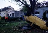 Торнадо в Чехии: пугающие видео