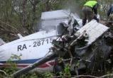 Спасатели извлекают тела погибших из разбившегося на Камчатке самолета Ан-26